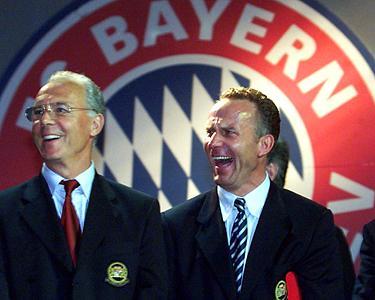 فرانتس بکن باوئر در کنار کارل هاینتس رومنیگه - رئیس و نائب رئیس کنونی باشگاه بایرن مونیخ